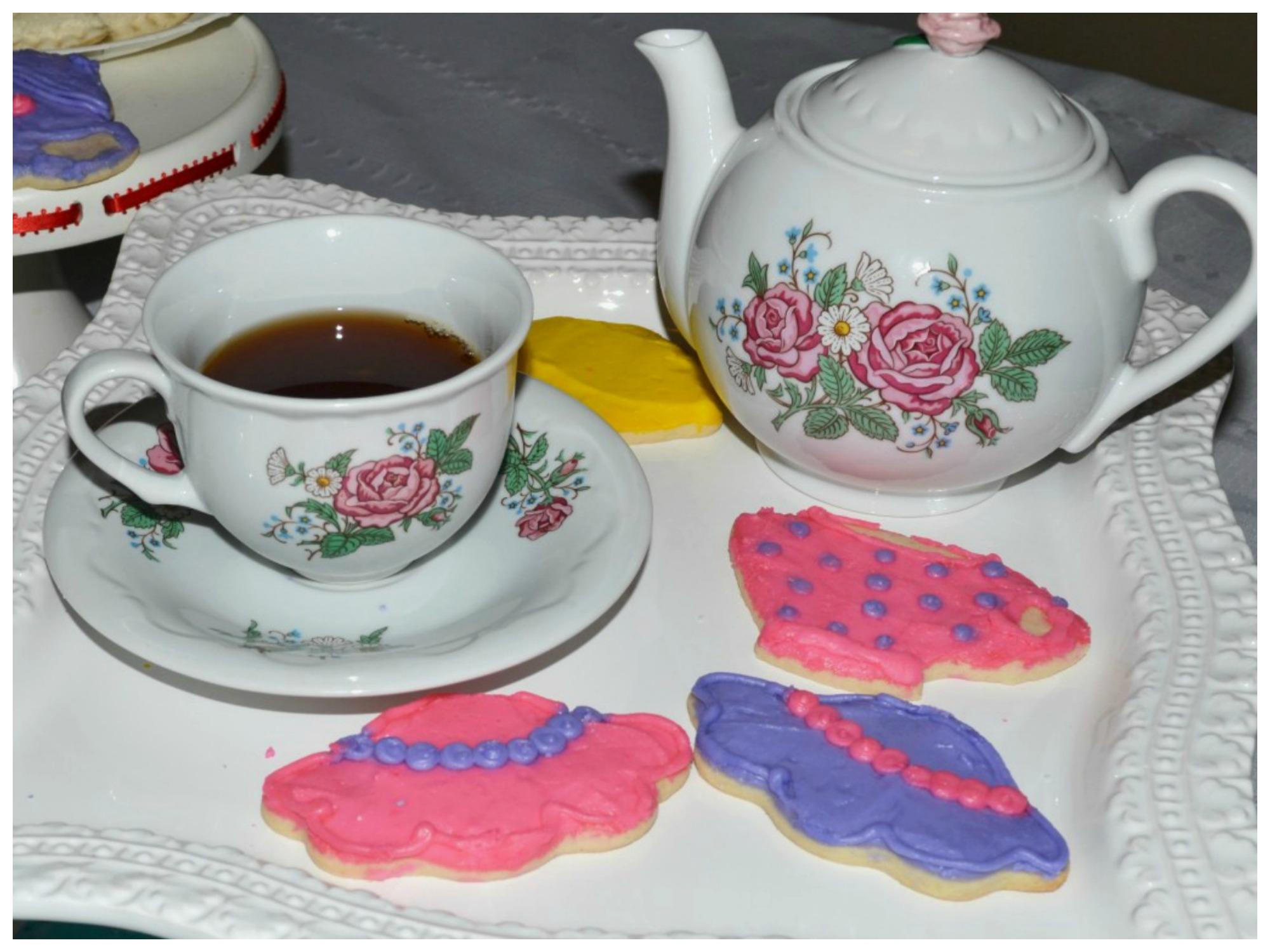 Ideas for an afternoon tea party for Mother's Day with tea and little snacks