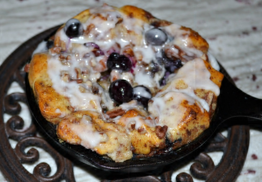blueberry cinnamon roll french toast mini skillets