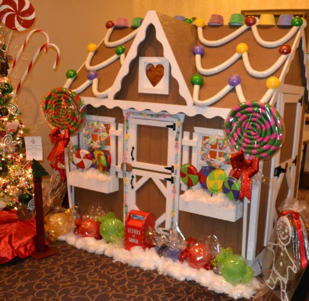 gingerbread house, christmas, blennerhassett hotel