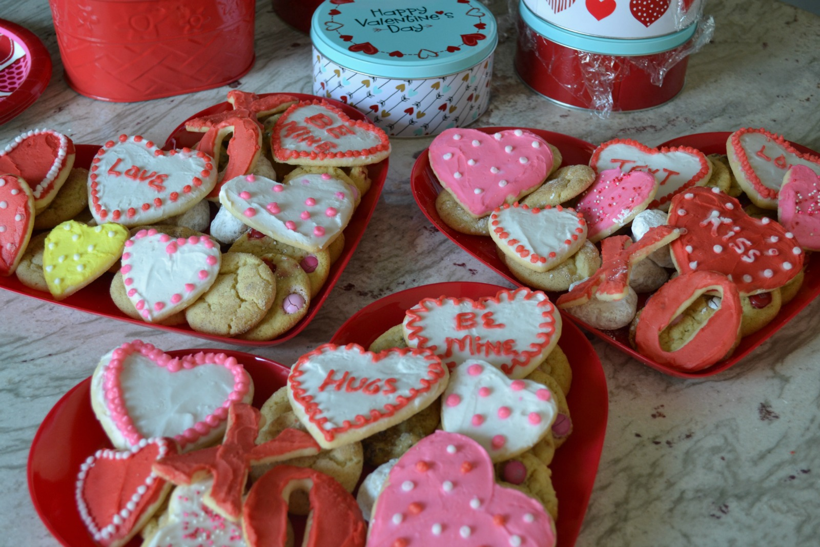 valentine's day treats, decorated valentine cookies