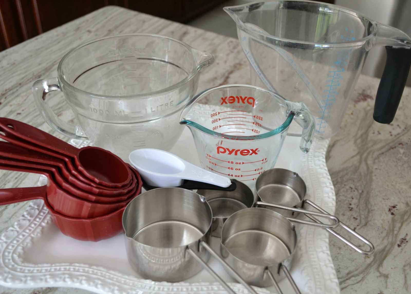 kids cooking, measuring cups