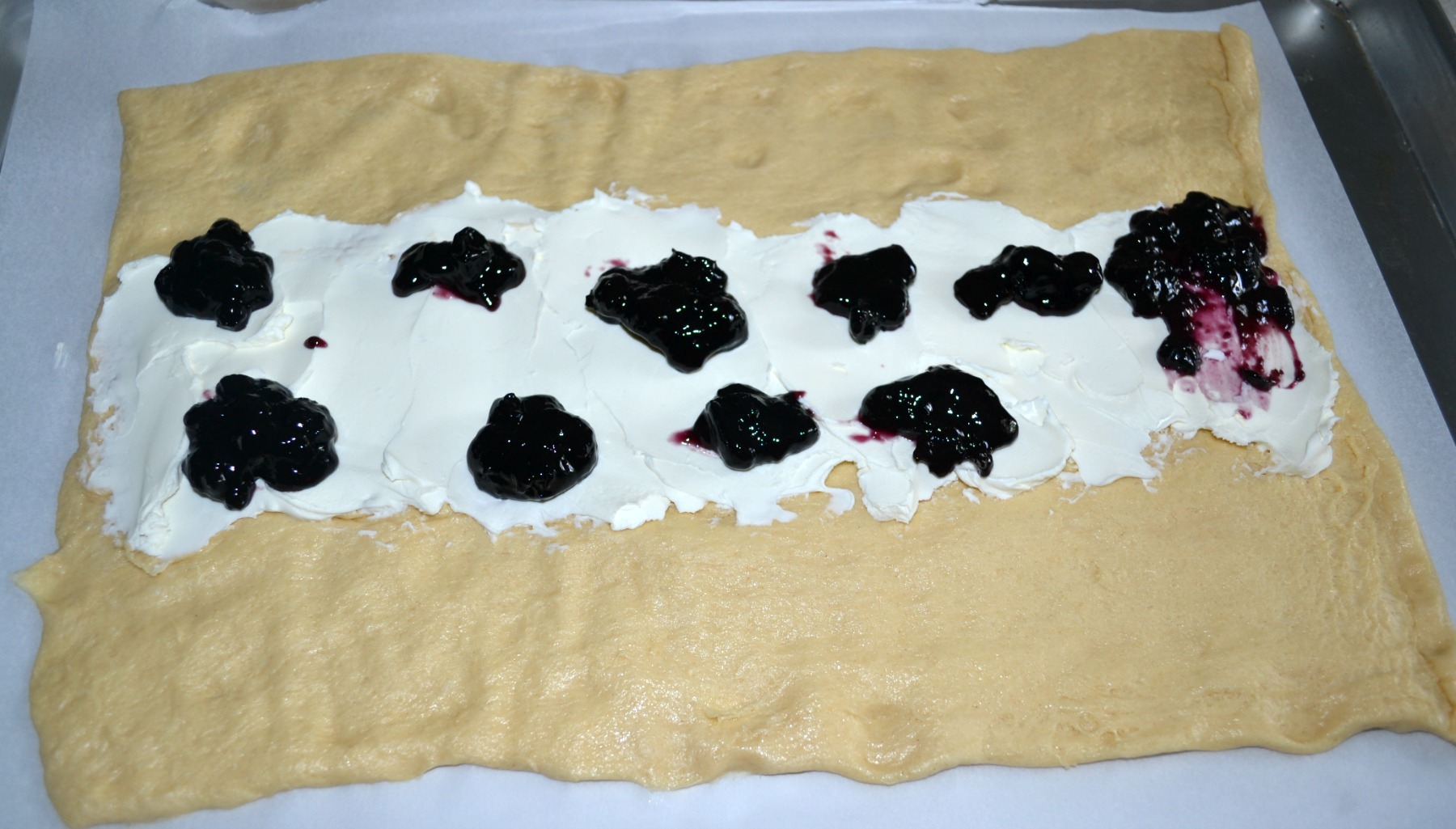 breakfast braid, blueberries, almond