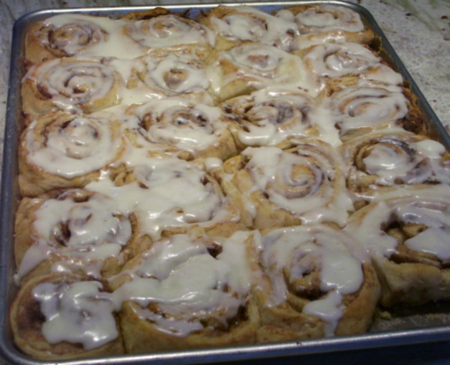 homemade cinnamon rolls, breakfast, kids cooking class