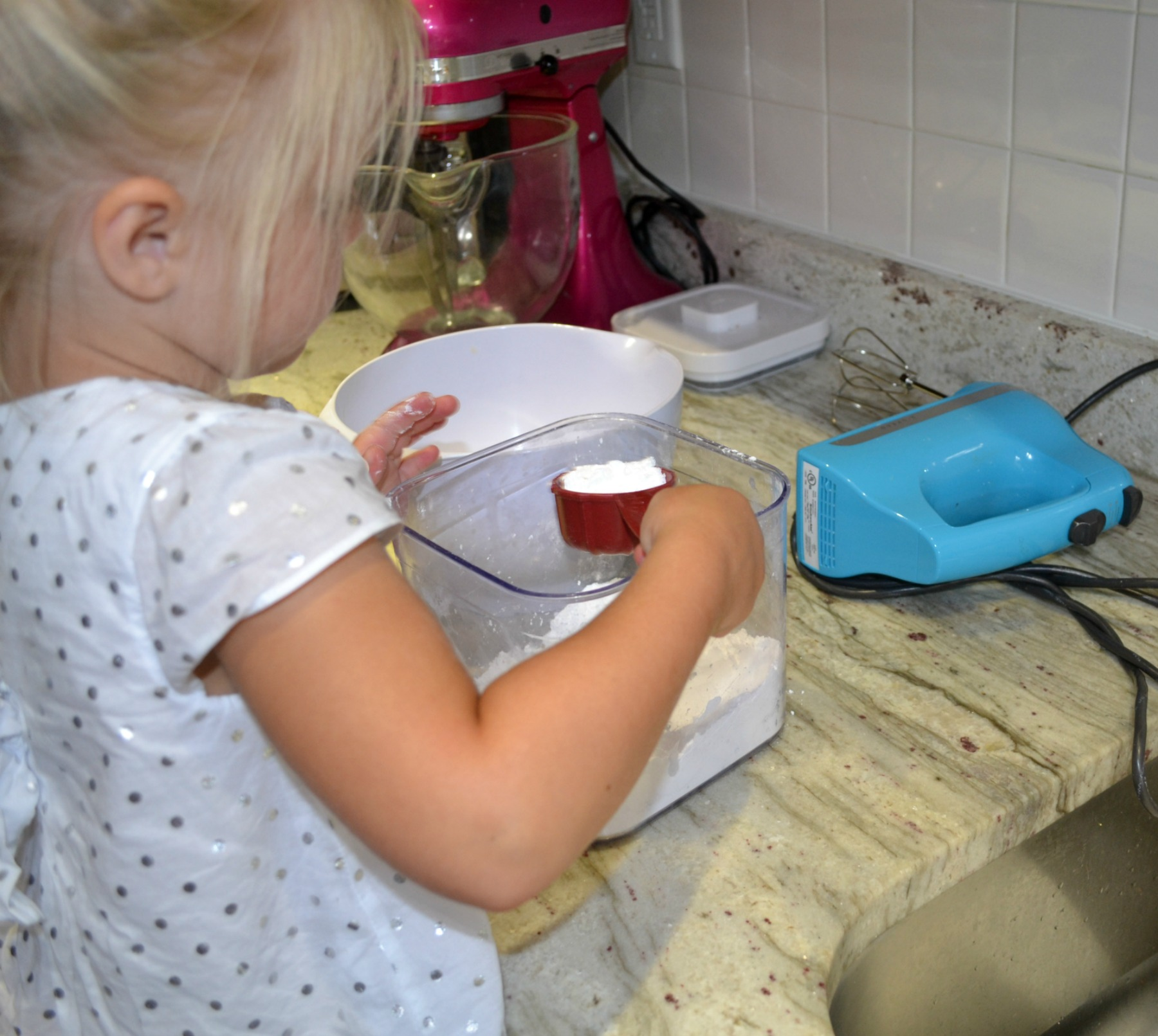 frosting and decorating cupcakes, kids cooking