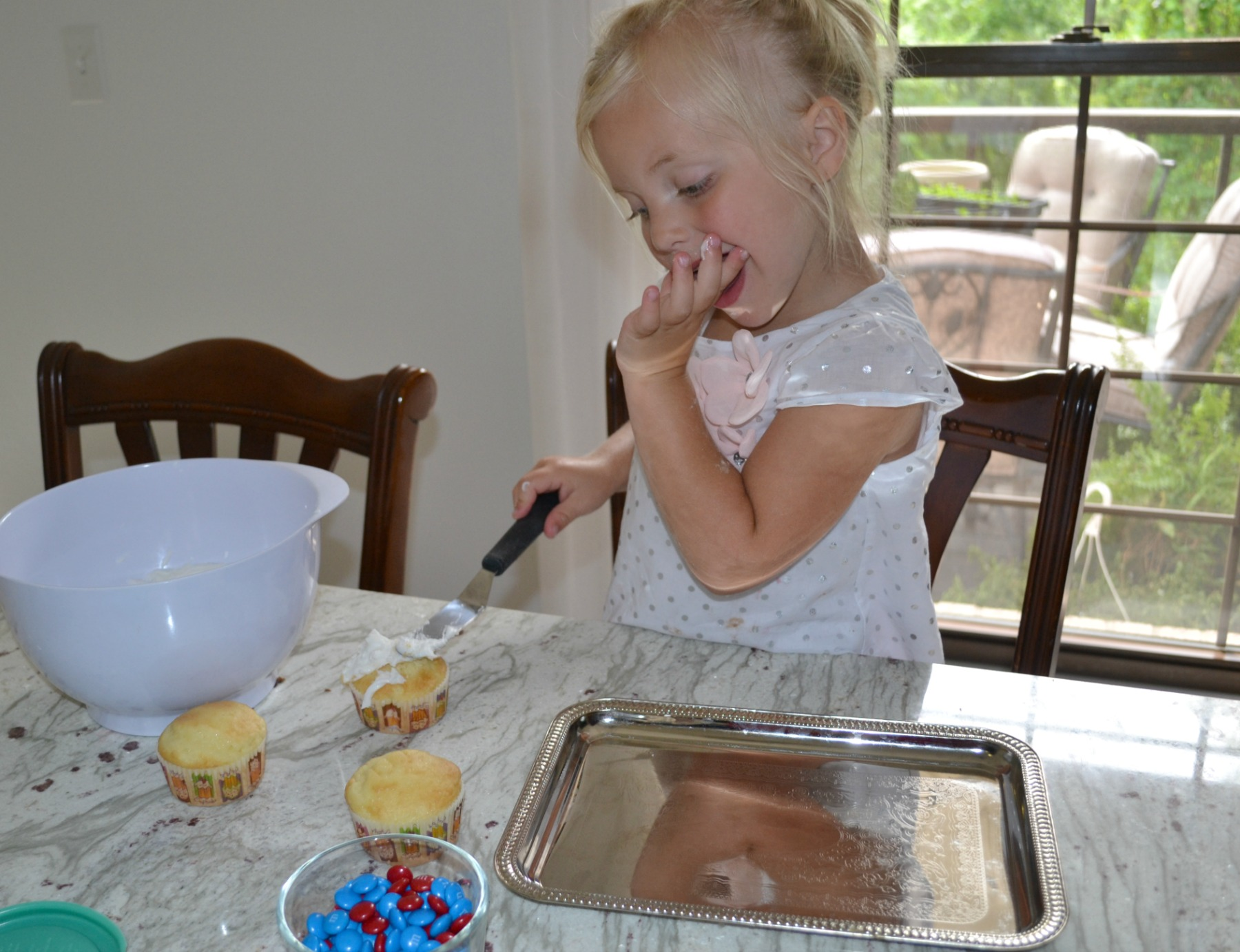 decorating cupcakes, kids cooking