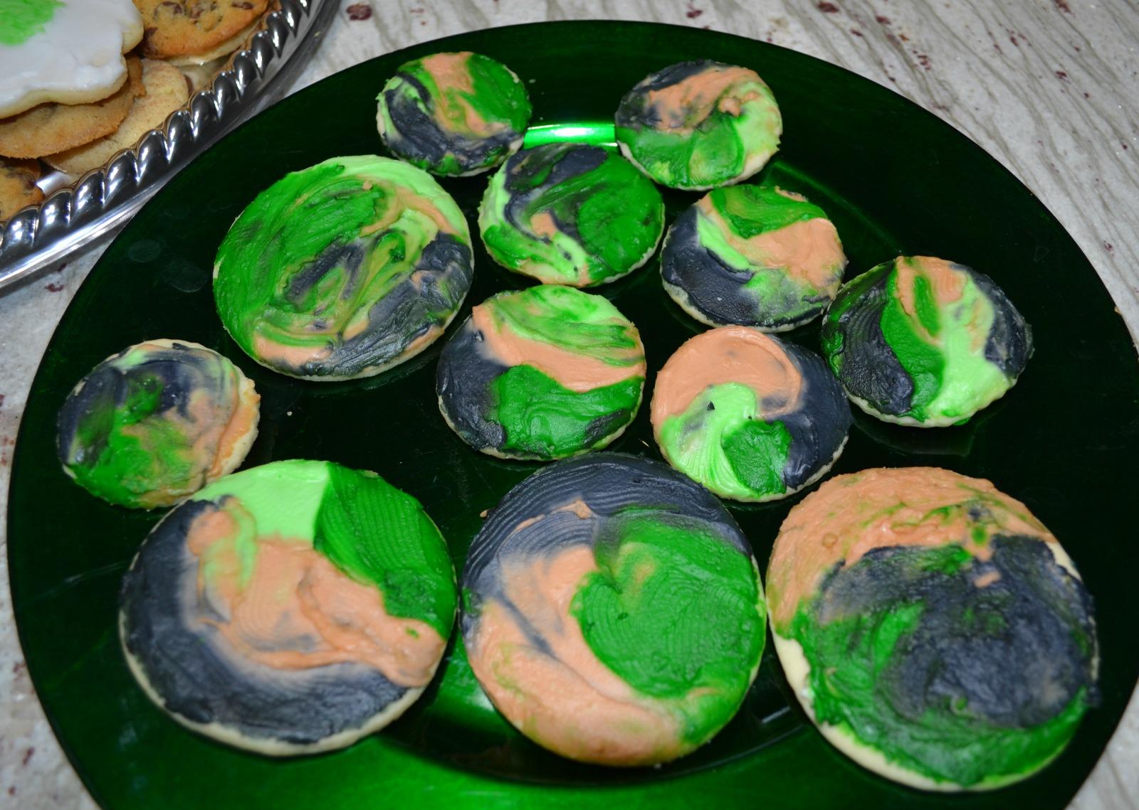 camo cookies, camo cupcakes