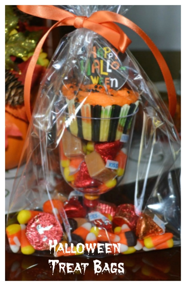Cute easy treat bags perfect fpr tick-or-treat or any party favor.