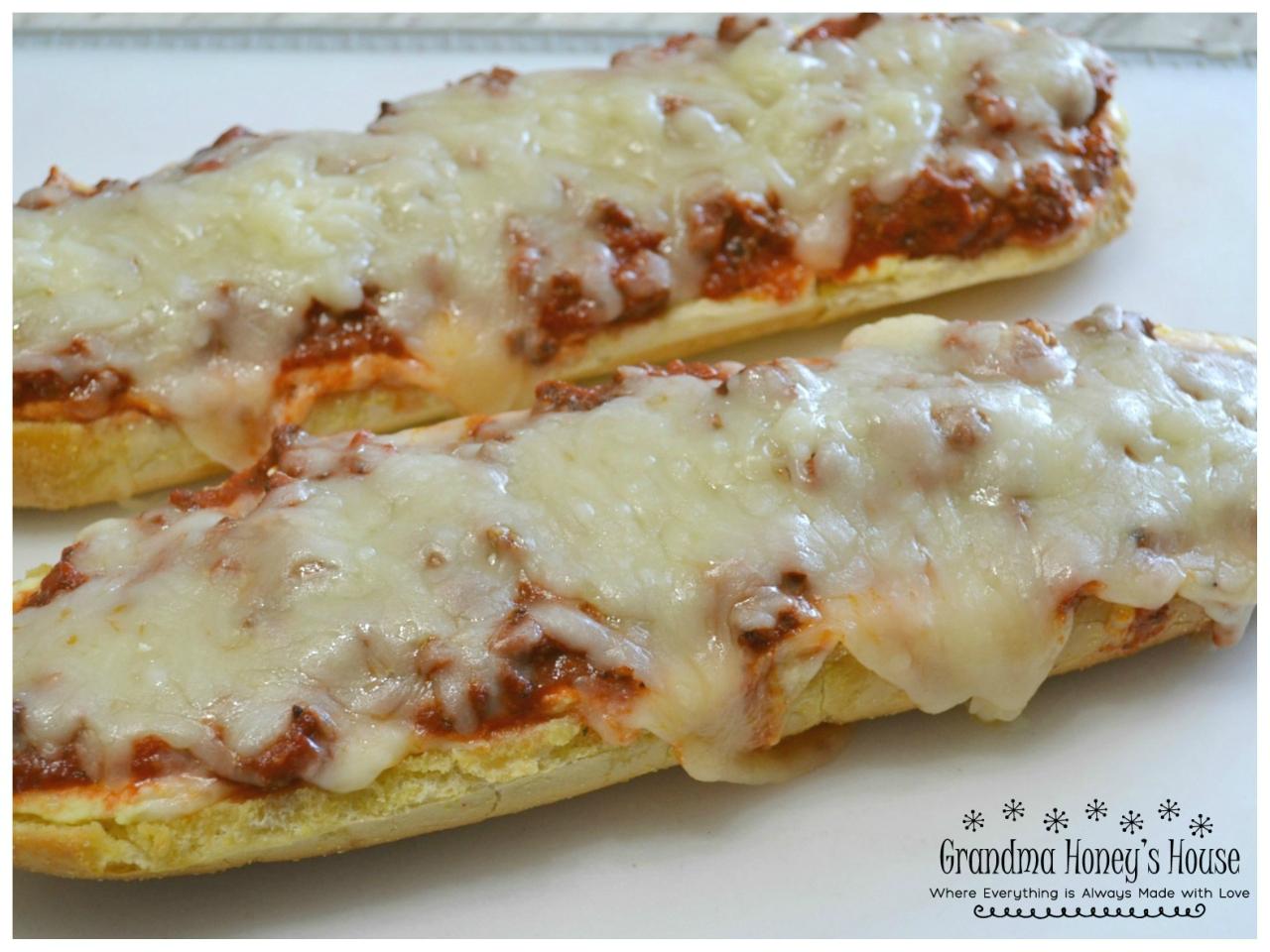A crispy garlic bread lasagne appetizer.