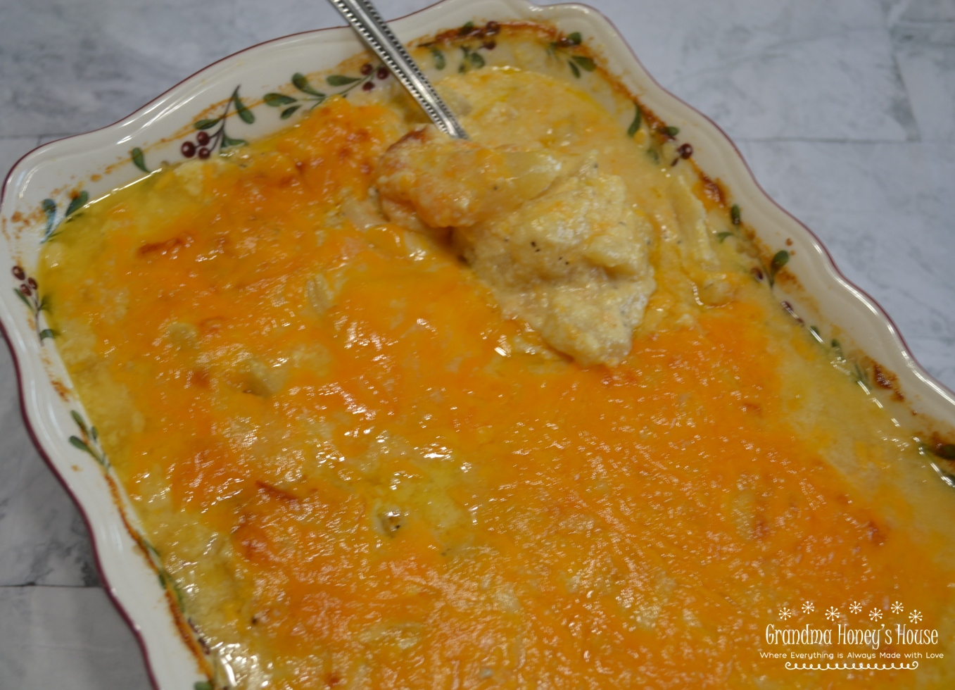 An Old Fashioned Scalloped Potato recipe packed with a rich creamy, cheesy sauce