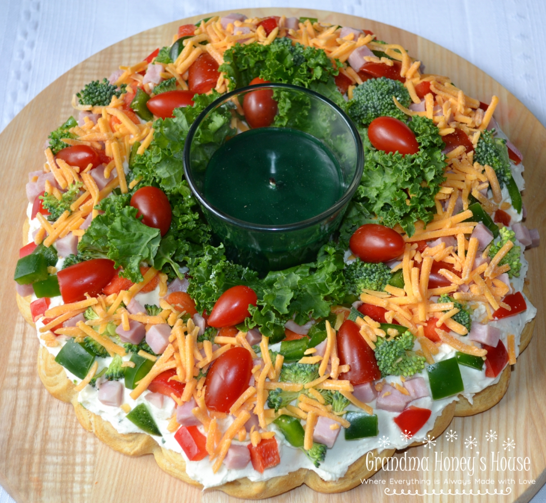 This Christmas Crescent Appetizer Wreath is a festive spin on a veggie pizza.