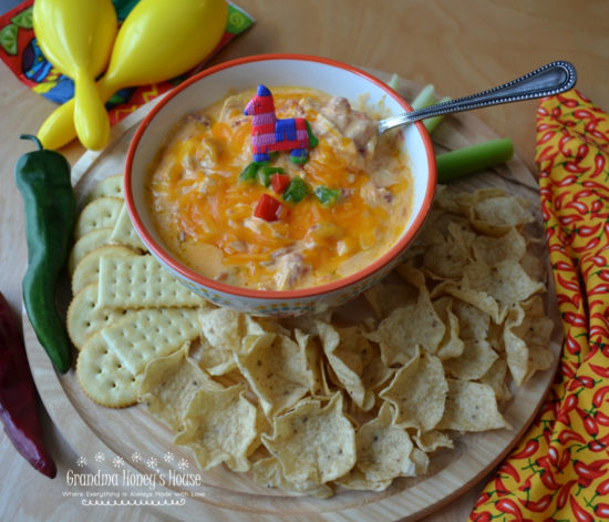Cheesy Chicken Enchilada Dip is quick,creamy,hot dip loaded with cheeses,chicken,and a hit of heat.