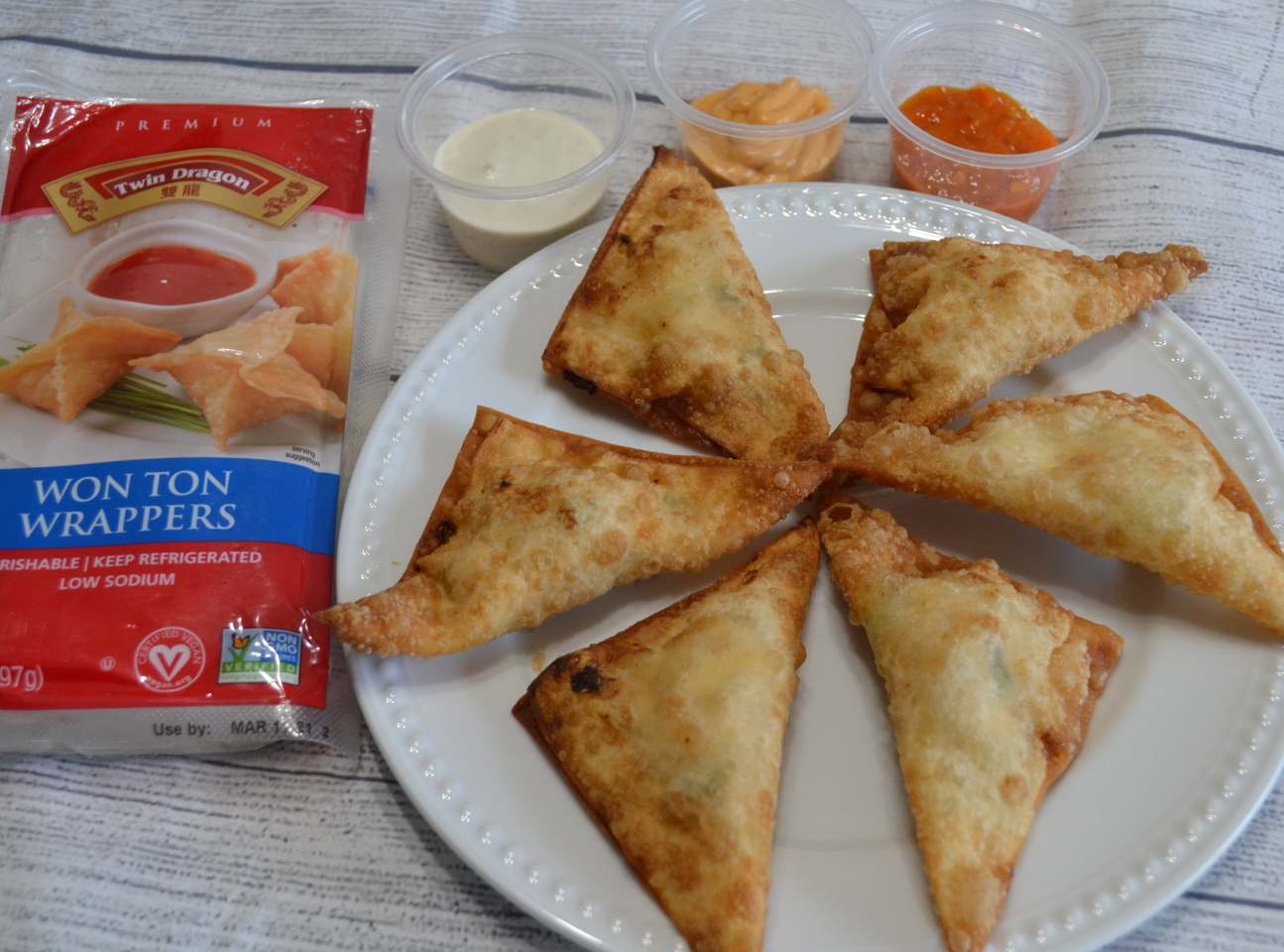 Cream Cheese Asian Chicken wontons are appetizers crispy on the outside and filled with ground chicken, cream cheese, and sweet chili sauce.